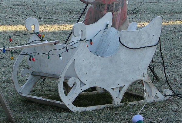click for bigger photo - Outdoor Christmas Sleigh Decorations