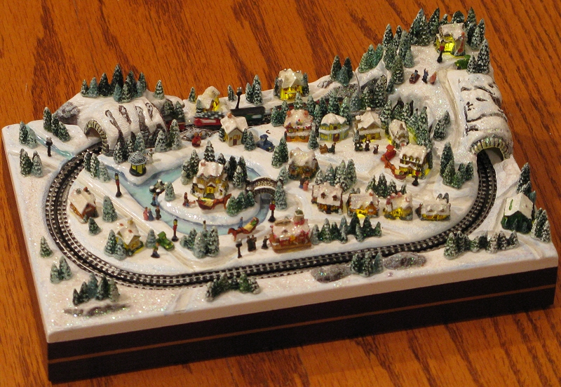 Thomas Kinkade Miniature Christmas Village And Railroad